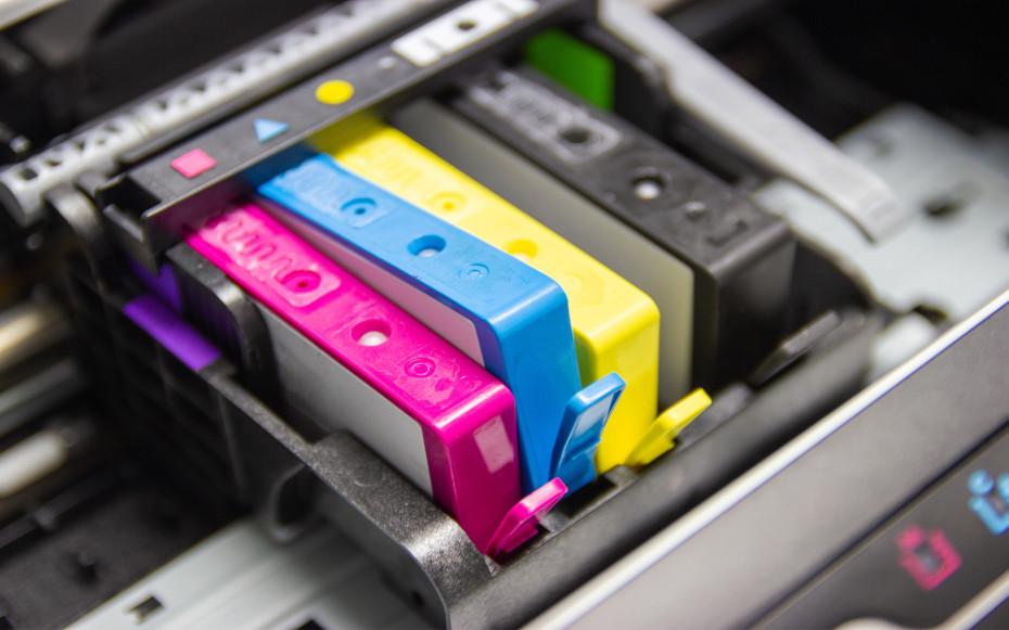 Tintenpatronen in Drucker
