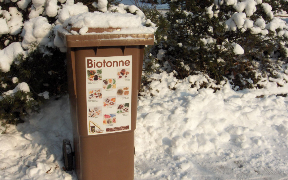 Biotonne im Schnee